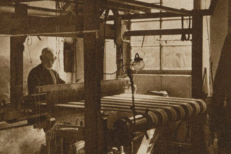 Historical picture of a Paisley weaver