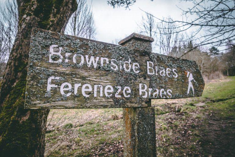 Glennifer Braes woodlands signpost